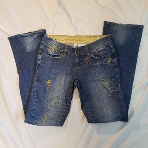Dereon Jeans Sz 7/8 Distressed Boot Cut Embroidery